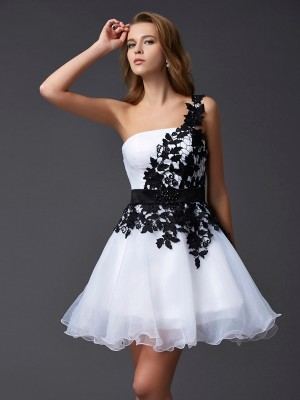 Stylish A-Line/Princess Sleeveless Lace One-Shoulder Short Organza Homecoming Dresses