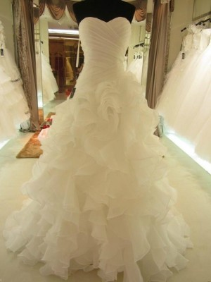 Fashion Ball Gown Sweetheart Organza Ruffles Sleeveless Court Train Wedding Dresses