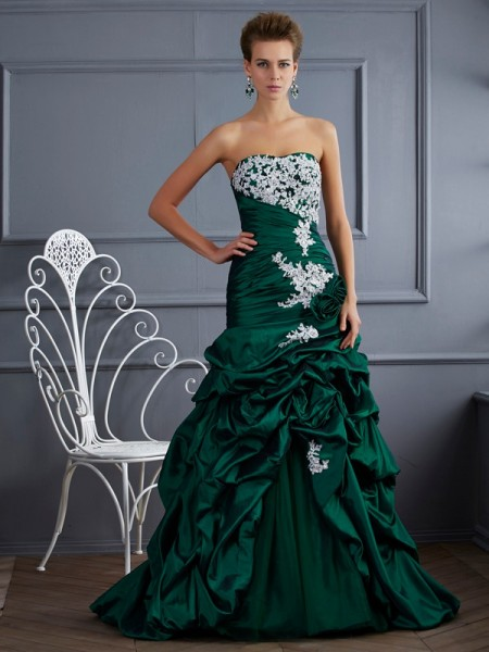 Stylish Ball Gown Sleeveless Applique Strapless Long Taffeta Quinceanera Dresses
