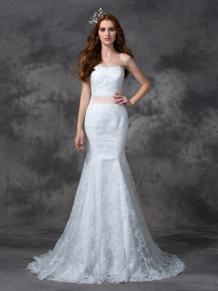 Stylish Trumpet/Mermaid Sash/Ribbon/Belt Sleeveless Strapless Long Lace Wedding Dresses