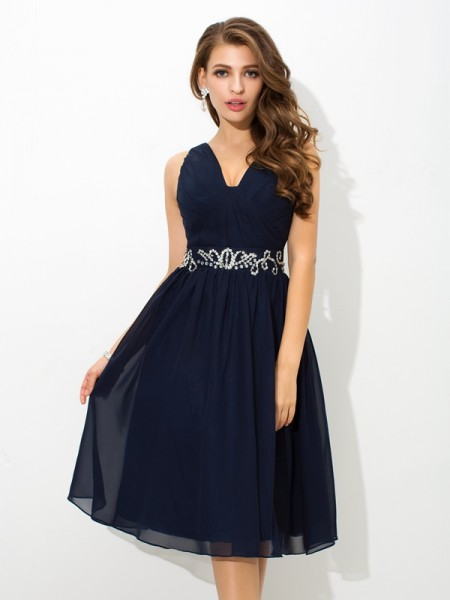 Stylish A-Line/Princess Beading Sleeveless Straps Short Chiffon Cocktail Dresses