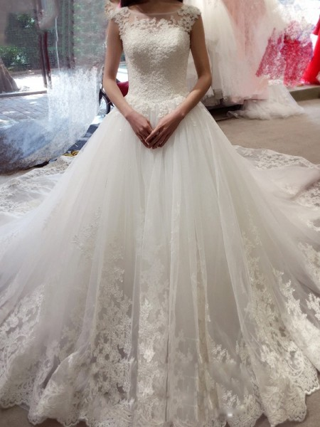 Stylish Ball Gown Bateau Applique Sleeveless Court Train Tulle Wedding Dresses