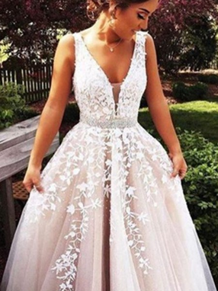 Fashion A-Line/Princess Sleeveless Applique V-Neck Tulle Sweep/Brush Train Dresses